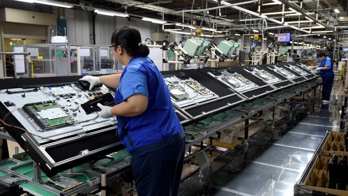 面板雙虎吐回去年8月以來漲幅,誠美材一度跌停創歷史新低。(圖:AFP)