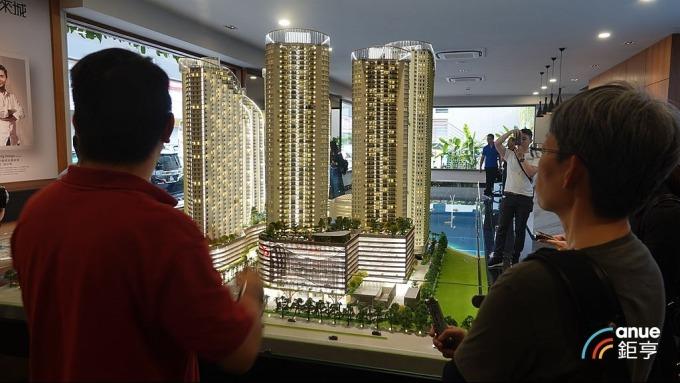市調顯示全台都會區329檔期房市推案量以台南年增2.21倍最耀眼。(鉅亨網記者張欽發攝)