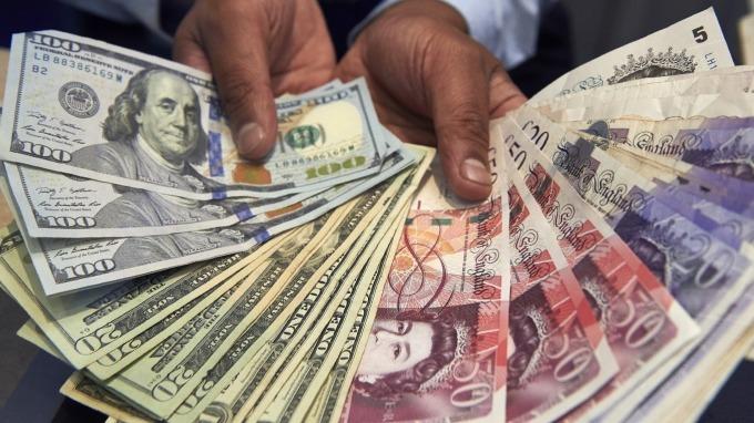資產拋售潮引發資金荒  多國央行挹注流動性。(圖:AFP)