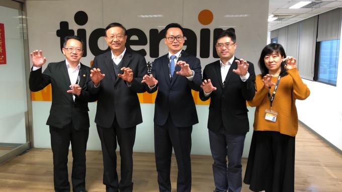 台灣虎航經營團隊,左3為新任董事長陳漢銘。(圖:台灣虎航提供)