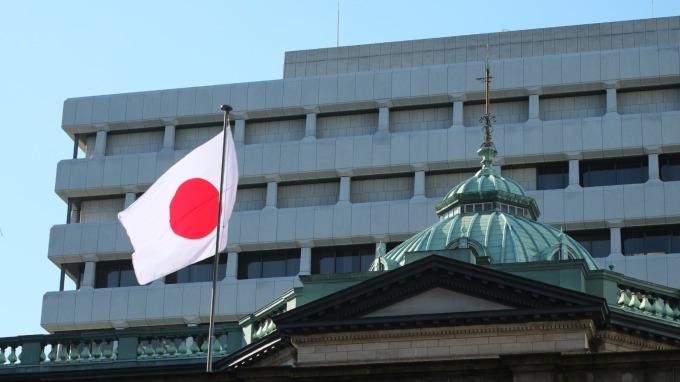 日本央行不跟進降息 ETF購入目標調升2倍至12兆日圓 (圖片:AFP)