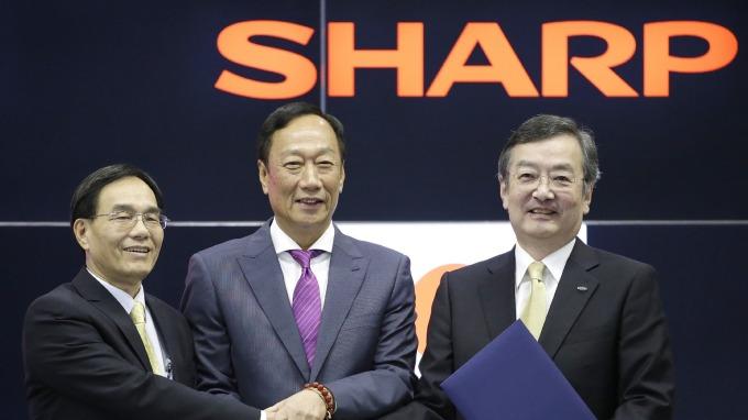 戴正吳:盼卸下董事長職務前 讓液晶面板事業自夏普分拆 (圖片:AFP)