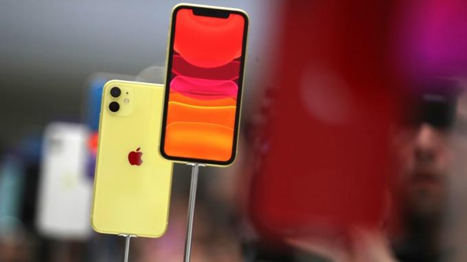 蘋果將推螢幕更大的「iPhone 9 Plus」? iOS 14程式碼露玄機 (圖片:AFP)