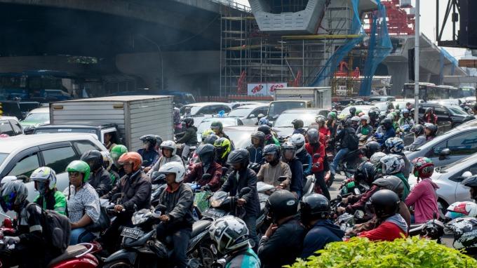 印尼遇股、匯、債三殺 印尼盾貶至2018年來新低  (圖:AFP)