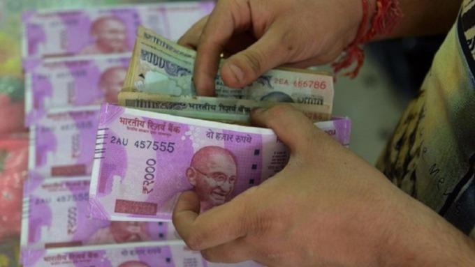 印度Q2到期外幣債創新高 盧比偏在此時弱到爆  (圖:AFP)