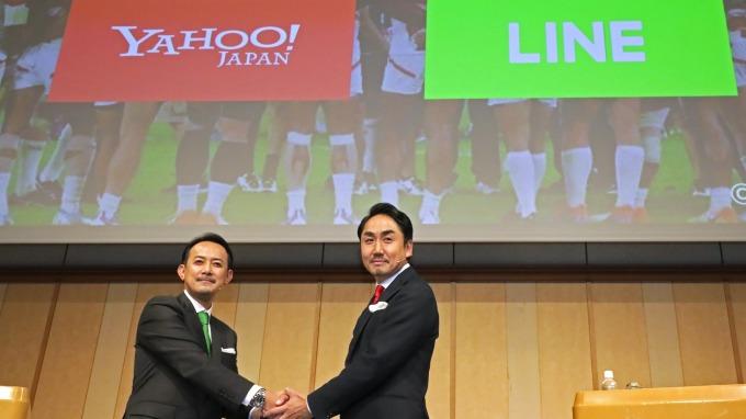 ZHD股東會決議通過!YAHOO與LINE啟動合併 (圖片:AFP)