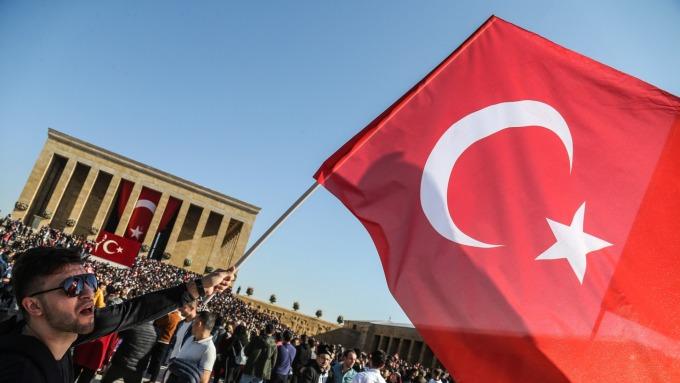 土耳其央行緊急降息四碼至個位數 里拉短挫逾1% (圖:AFP)