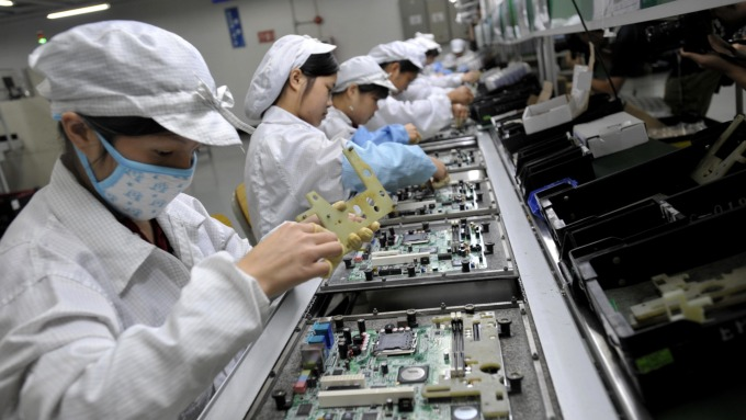 馬來西亞18日起鎖國14天,奇力新、華新科電阻廠受影響,鴻海轉投資夏普、廣宇同樣也面臨停工。(示意圖:AFP)