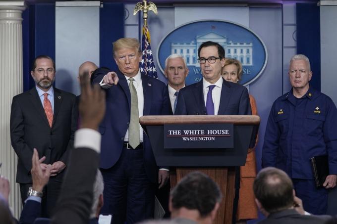 川普計劃直接對美國公民發放 1000 美元現金紓困。(圖片:AFP)