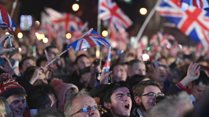 英國疫情急轉直下!政府挪3千億英鎊救經濟(圖片:AFP)