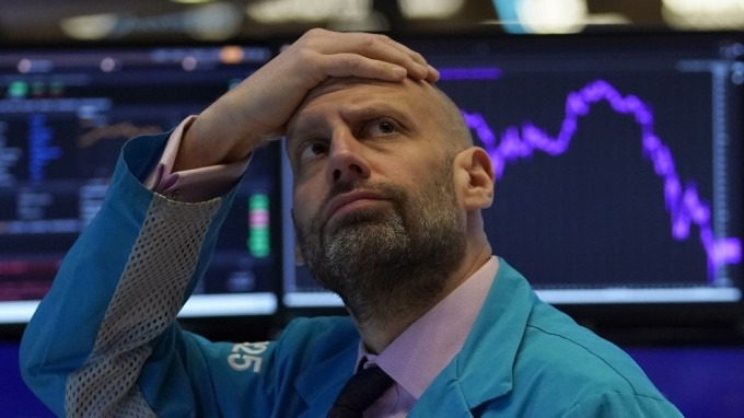 投資人信心不足 美股道瓊期貨又見900點下挫(圖:AFP)
