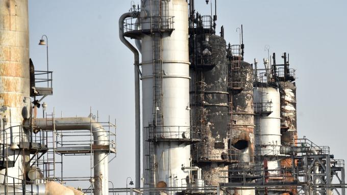 WTI原油盤中大漲23% 單日漲幅創新高 (圖:AFP)