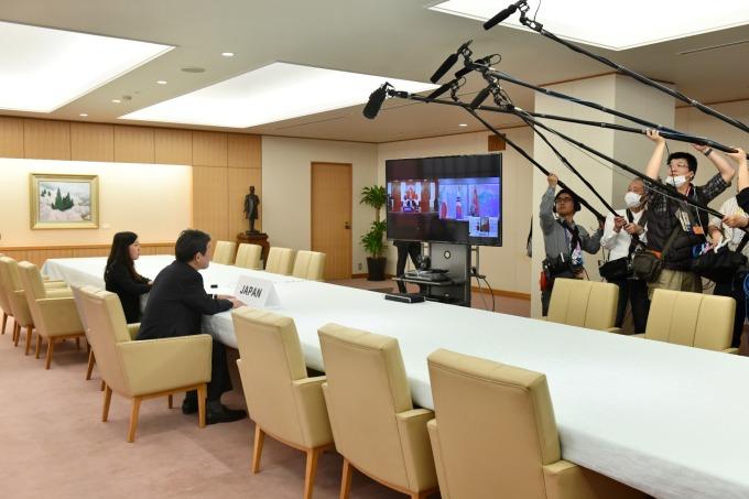 中、日、韓三國外長進行了視訊會議 (圖片:AFP)
