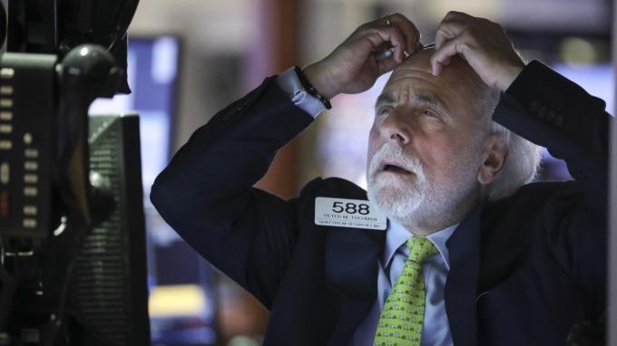 道瓊跌逾900點  三大指數潰敗一週表現金融海嘯來最慘烈。(圖:AFP)