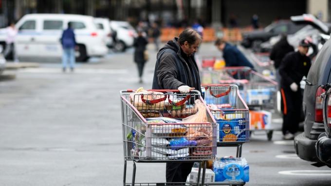 機構報告:疫情將使美國2300萬人失業(圖片:AFP)