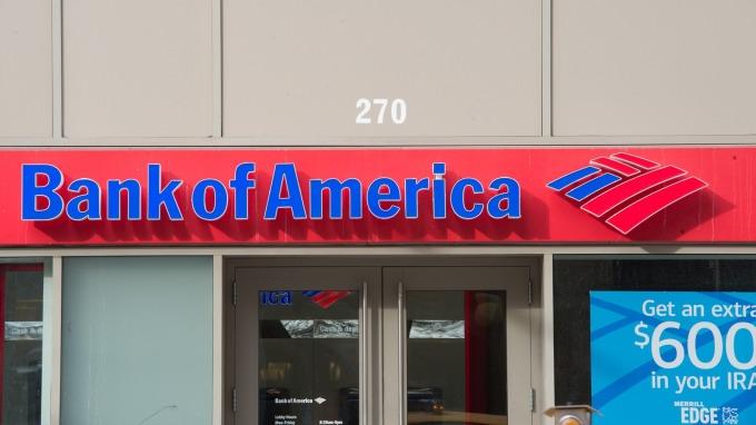 疫情加薪!美銀櫃檯人員縮短工時且每月加薪400美元(圖片:AFP)