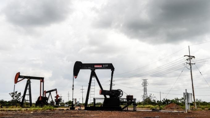 國際油價續跌 元大S&P原油正2下挫逾13% 5日線得而復失。(圖:AFP)