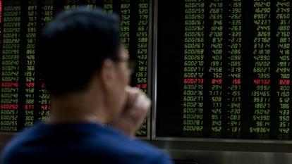 〈陸股盤後〉走勢虎頭蛇尾 上證跌破2700大關 創一年新低(圖片:AFP)