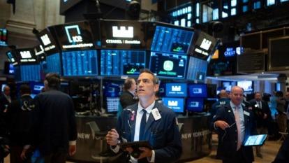 新冠疫情及油價重挫的兩大打擊,使得部分高收債市場面臨違約風險。(圖:AFP)