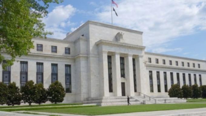 Fed宣布實行無上限QE 道瓊期指漲逾350點 (圖:AFP)