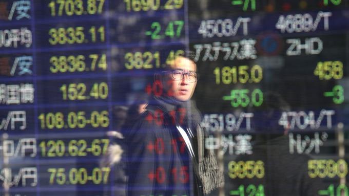 Fed無限QE刺激 日股飆逾7%漲幅創4年半最大 (圖片:AFP)
