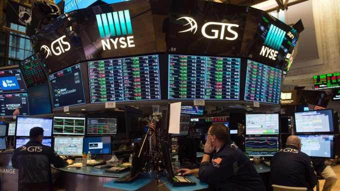美股強勢反彈!道瓊期美股盤前大漲逾930點 (圖:AFP)