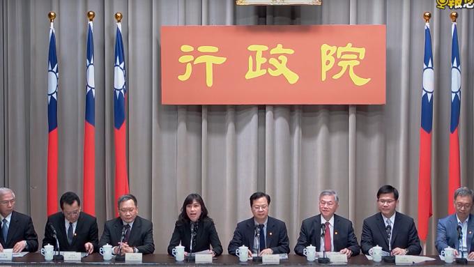 因應疫情衝擊台灣經濟,行政院長蘇貞昌今 (24) 日拍板第二波紓困預算 400 億元。(圖:擷取自行政院)