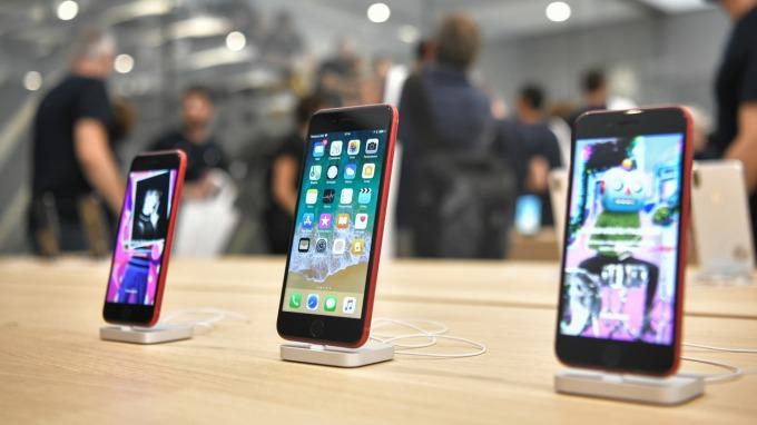 重創供應鏈!2020上半年智慧手機產量估減30% (圖片:AFP)