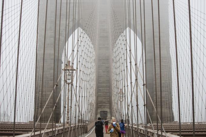 紐約州州長計畫封閉街道、關閉公園和遊樂場,減少社群感染機會。(圖片:AFP)