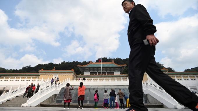 政院拍板 觀光旅宿業員工薪資補助加倍 上限2萬元。(圖:AFP)