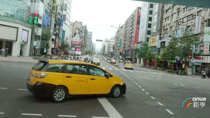 華建在SOGO商圈的「懷生段」都更案,將提出都市更新事業計畫及權利變換計畫申請。(鉅亨網記者張欽發攝)