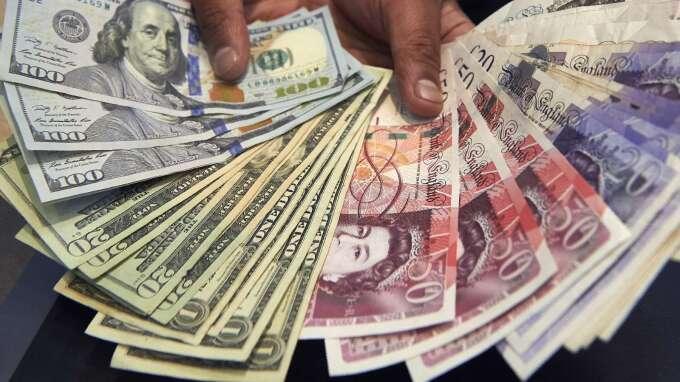 〈紐約匯市〉美眾院2兆紓困案通過 美元創十年來最大單週跌幅 英鎊續漲(圖片:AFP)