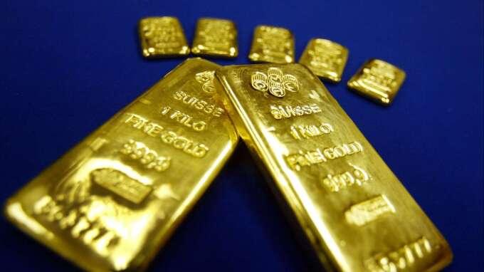 〈貴金屬盤後〉黃金收低 但創逾11年來最強單週(圖片:AFP)