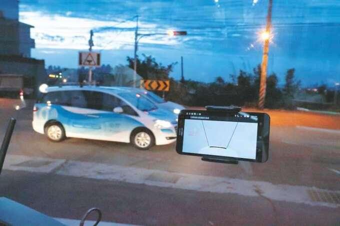 工研院研發車聯網系統 iRoadSafe 已在臺灣部分路口應用,未來結合 5G 將加速影像與圖資等傳輸運算資料時間。
