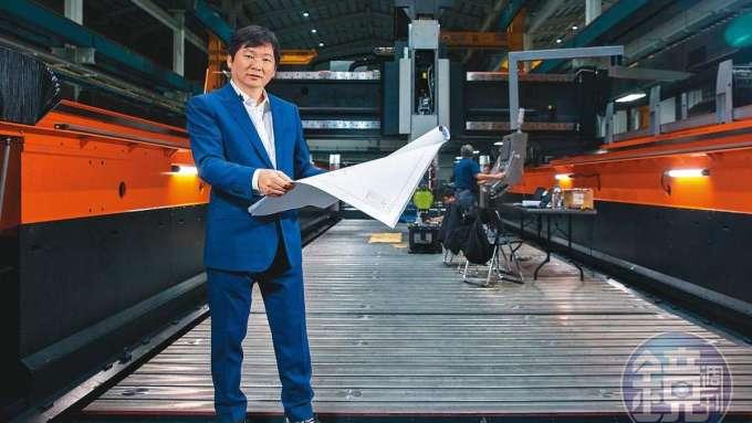 張仕育25歲那年,因父親意外去世,提前接班成為台灣工具機產業最年輕的頭家。(圖:鏡週刊提供)