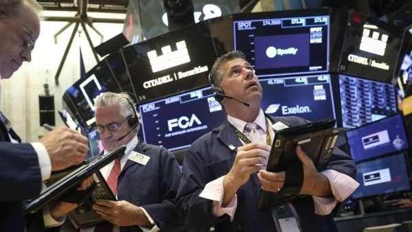 恐慌指數居高不下 分析師:股市震盪未完待續 (圖:AFP)
