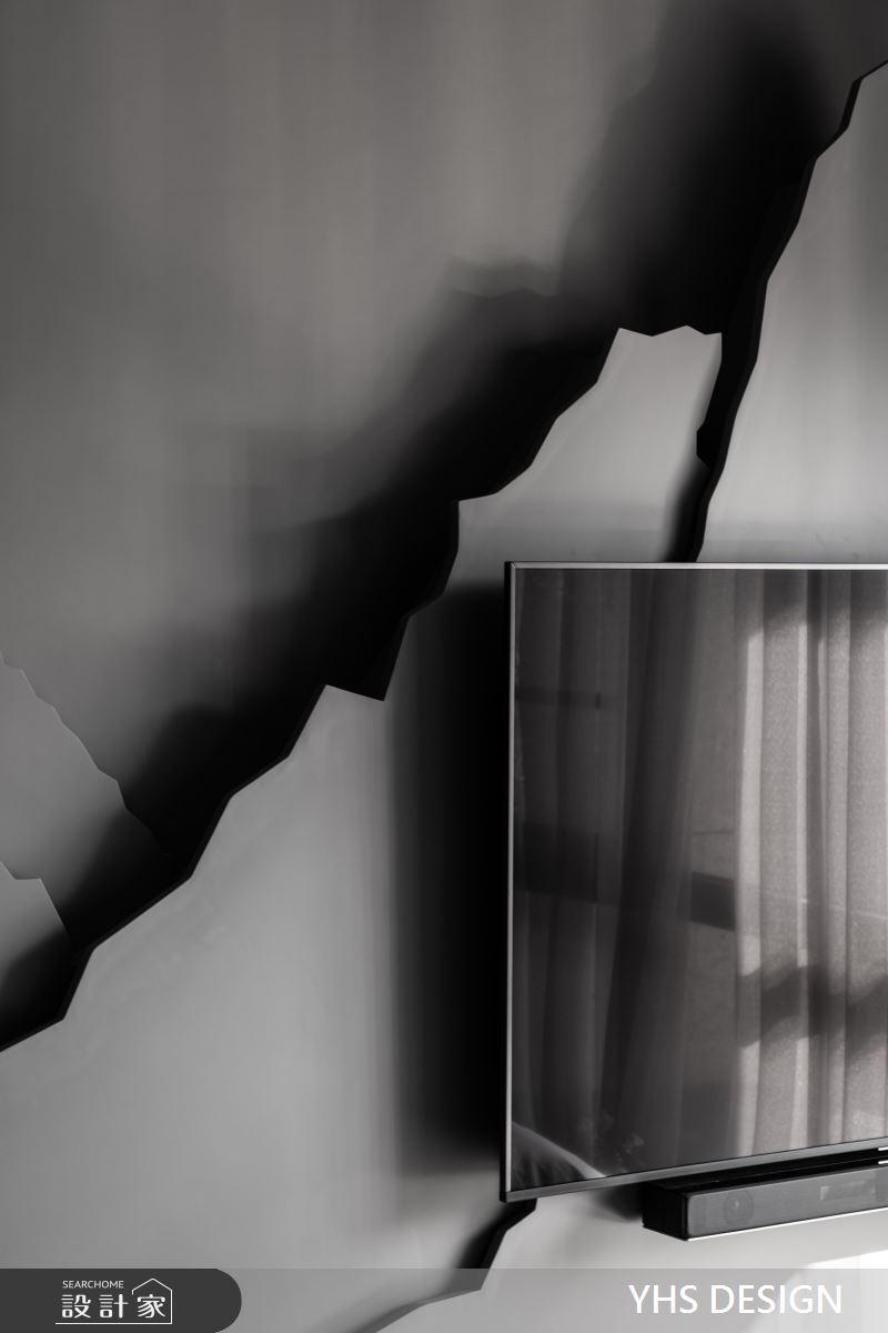 睡眠區域延伸起居空間裡水墨紋理之門扇,利用雕刻形成深淺章弛、虛實相生的山景。