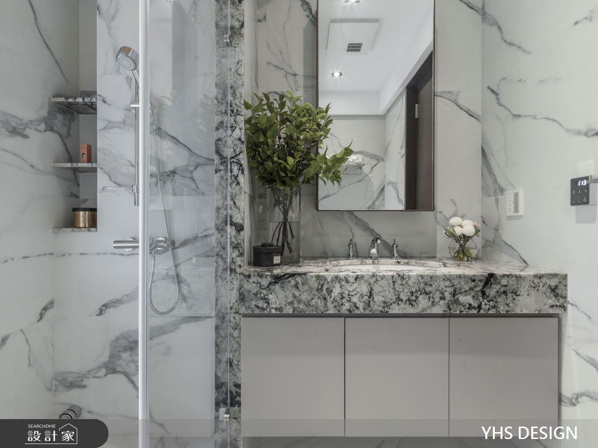 轉折進入更衣室及衛浴區域,重新審視材料本真,石材、大塊磚經過善用,和諧對話,雋永、簡單、滿富生命力,令臥室區域展現豐富表情。
