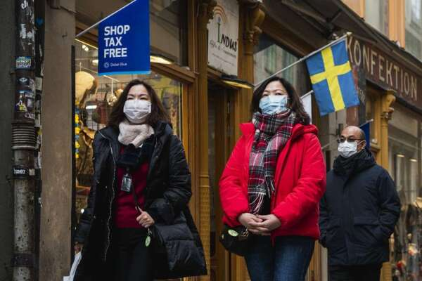 瑞典人們盡量維持生活正常 (圖: AFP)