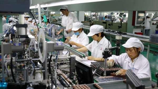 3月台製造業PMI升至53.1% 未來半年展望續探底 看不到樂觀理由。(圖:AFP)