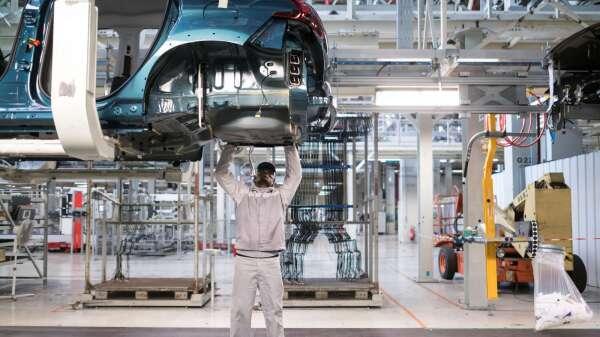因歐美地區汽車輪胎巨頭紛紛暫時關閉工廠,衝擊碳黑產業。(圖:AFP)