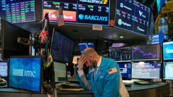 〈美股盤後〉尾盤下殺轟隆隆 Nvidia領跌費半 道瓊嚇跌近1000點 (圖片:AFP)