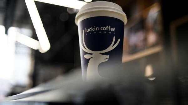 瑞幸咖啡爆偽造財報  (圖:AFP)