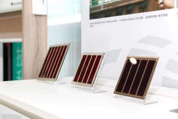 由台塑與工研院團歷時 10 年,共同合作研發的「染料敏化電池」。