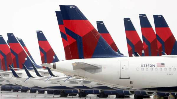 股神也反悔,巴菲特認賠出售2檔航空股。(圖:AFP)