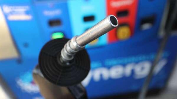 沙俄歧見仍嚴重,OPEC+減產會議傳6日開不成了。(圖:AFP)