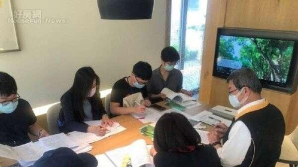 台北市地政局在3月25日至27日,聯合法務局、消保官及建管處,針對329檔期預售建案實地查核。(照片台北市地政局提供)