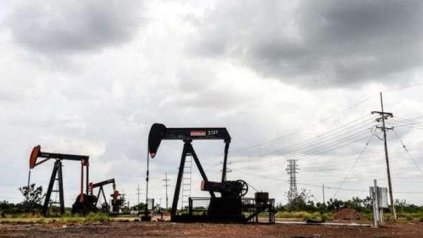 惠譽:若OPEC+無法達成減產協議 油價恐降至個位數(圖:AFP)