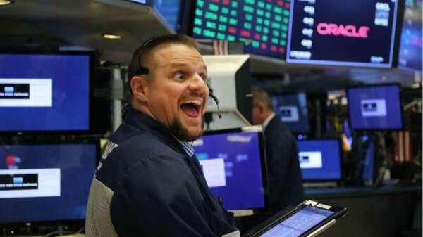 〈美股盤後〉美新冠確診放緩 波音衝鋒大漲 四大指數歡慶飆逾 7% (圖片:AFP)