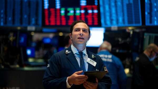 謝金河:五大風險指標漸降溫 全球股市4月有機會反彈。(圖:AFP)